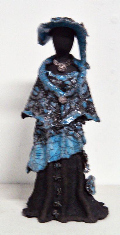 Kvinde med kjole og hat